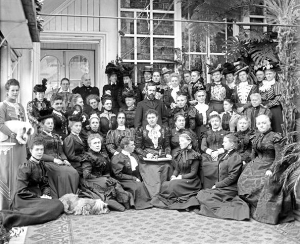 lady-aberdeen-with-national-council
